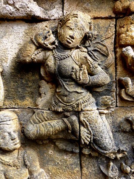 Manohara makes her Escape