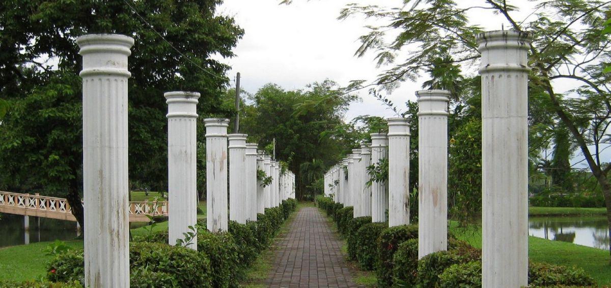 garden columns. Columns Without A Roof Garden
