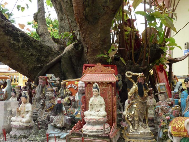 Kuan Yin and Multiple Gods