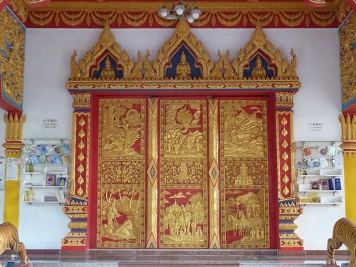 Wood carvings at wat maisuwankiri